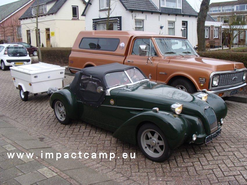 Mini Camp achter een Citroën Burton